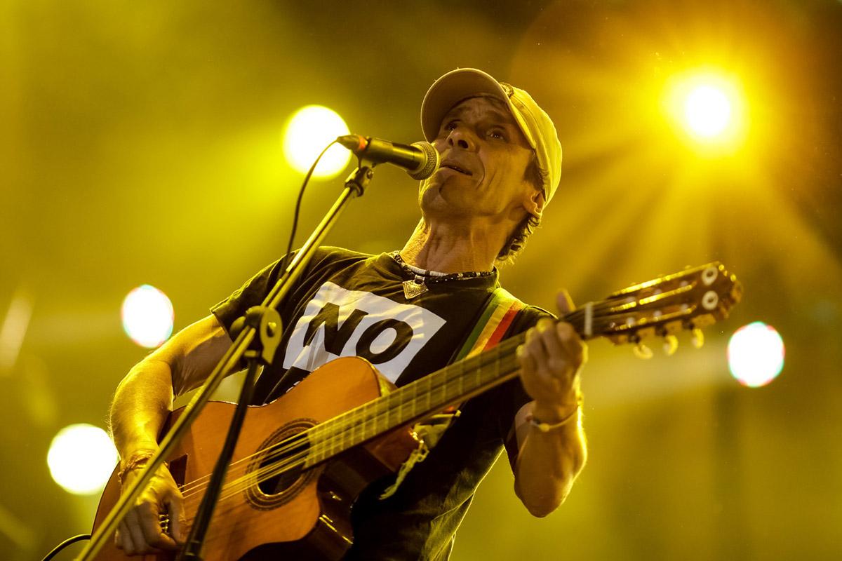 Manu Chao cierra su gira por Colombia con un concierto para las familias -  Colectivo Sonoro