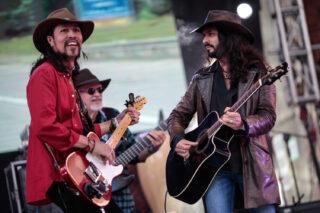 Carlos Elliot Jr y Carlos Reyes Vega, dos representantes del blues colombiano.