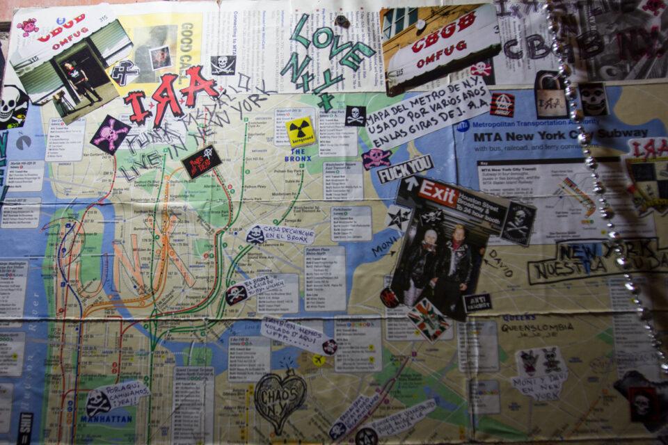 Mapa del metro de Nueva York utilizado por varios años en las giras de I.R.A. Foto Jhon Paz.