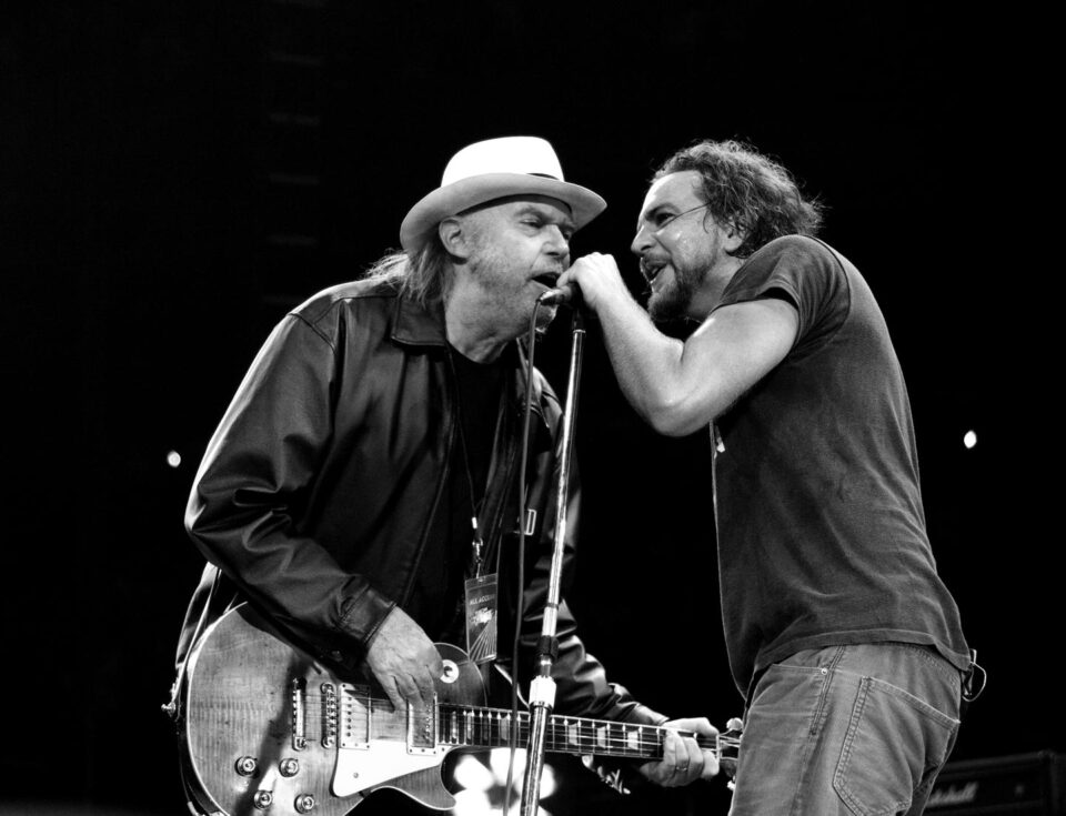 Neil Young y Eddie Vedder.