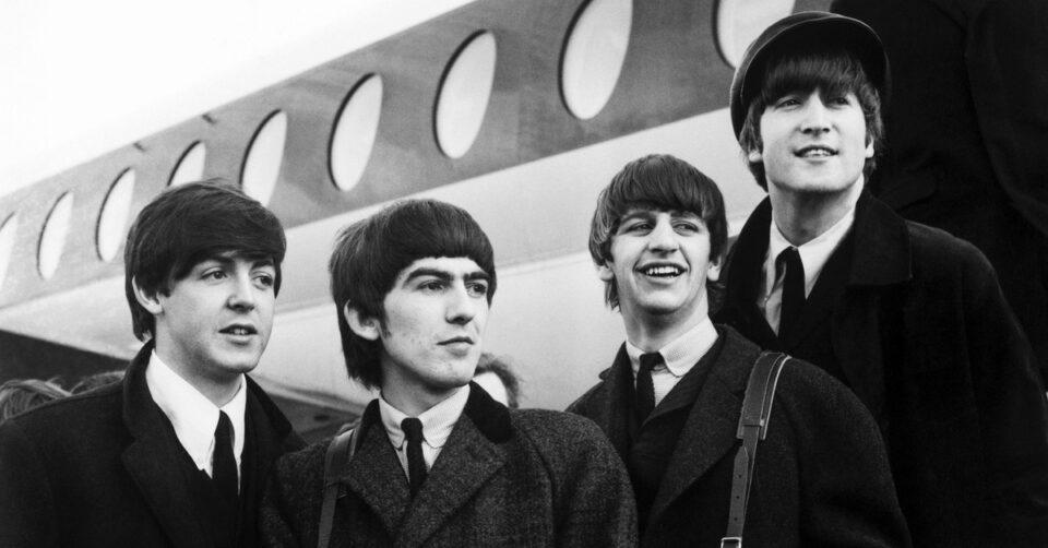 The Beatles fueron reconocidos como la más exitosa comercialmente en la historia de la música popular.