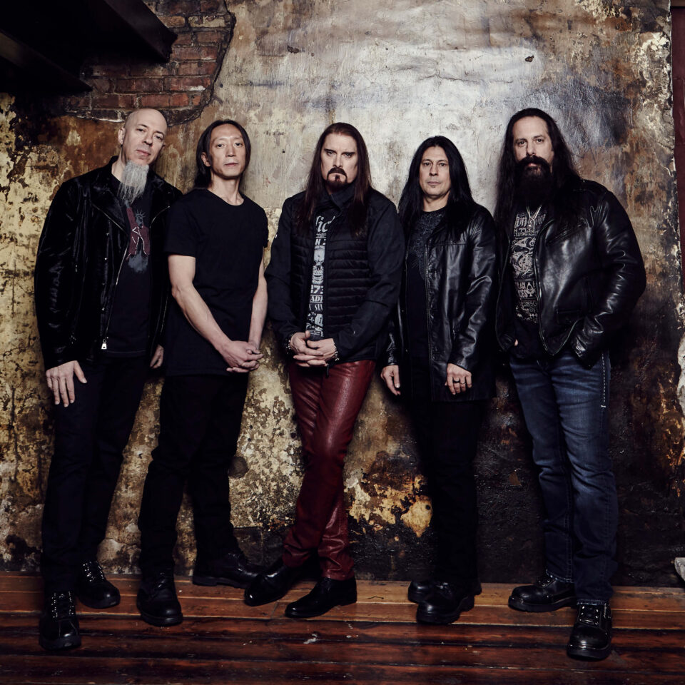 Dream Theater son: John Petrucci (Guitarra), John Myung (Bajo), James Labrie (Voces), Jordan Rudess (Teclados) y Mike Mangini (Batería).