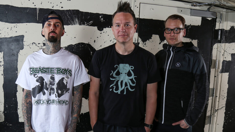 Travis Barker, Mark Hoppus y Matt Skiba.