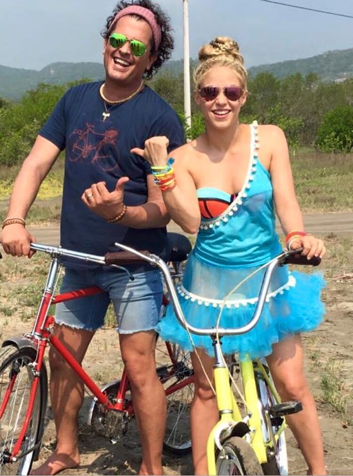 Carlos Vives y Shakira durante la grabación del video de 'La bicicleta'. Foto: Facebook Oficial Shakira