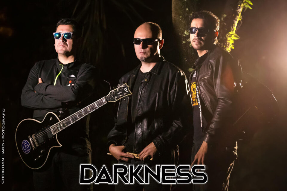 Darkness. Foto oficial.