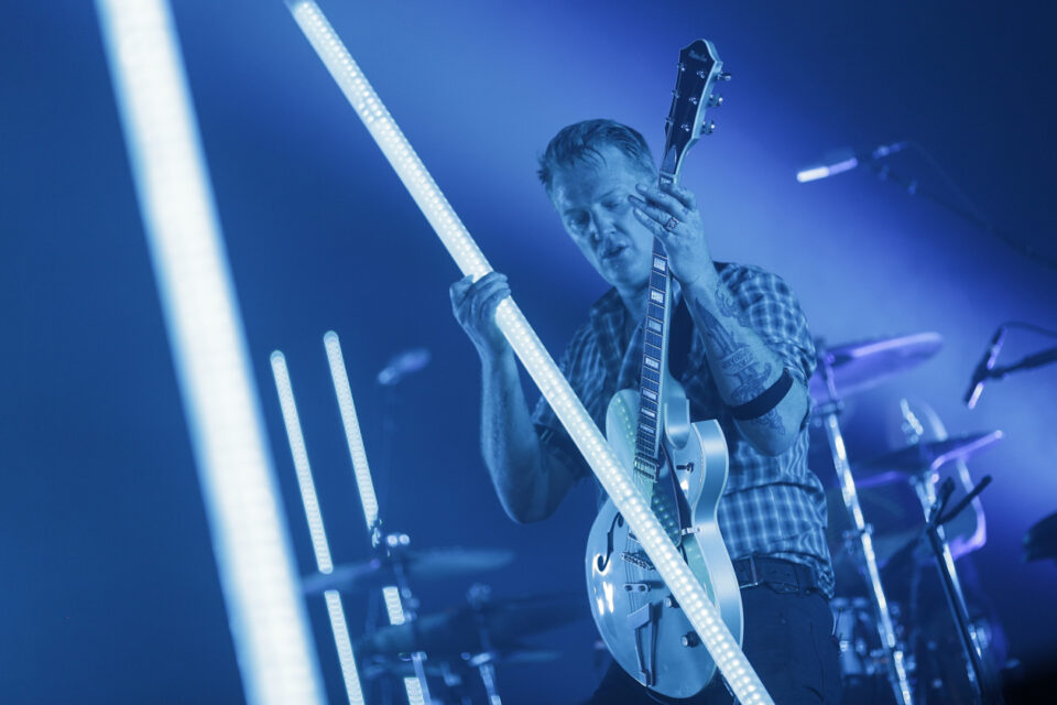 Queens of the stone age C-8